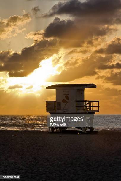 praia de miami-o posto do nadador salvador - pjphoto69 imagens e fotografias de stock