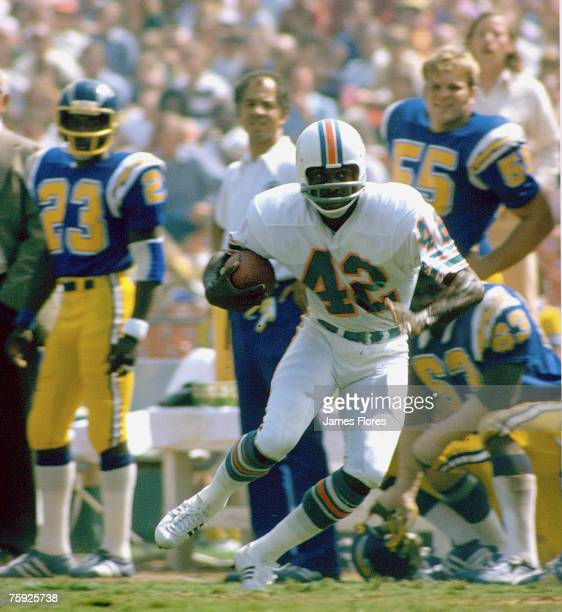 Miami Dolphins Hall of Fame wide receiver Paul Warfield heads upfield with a reception in a 28-21 win over the San Diego Chargers on Septermber 29,...