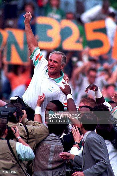 Miami Dolphins head coach Don Shula gets carried of the field by his players 14 November 1993 in Philadelphia PA after beating the Philadelphia...