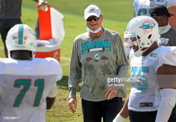 Miami Dolphins offensive coordinator Chan Gailey works with linemen Jonathan Hubbard and Ereck Flowers during practice at Doctors Hospital Training...