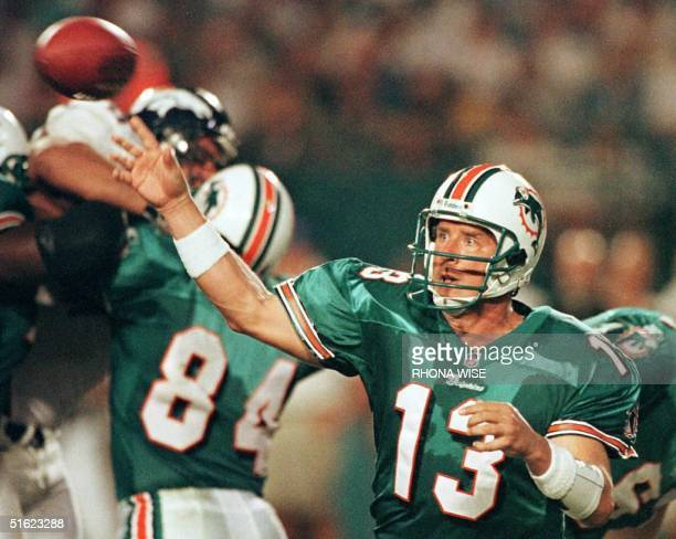 Miami Dolphins quarter back Dan Marino throws a pass during 4th quarter action against the Denver Broncos 21 December at Pro Player Stadium in Miami...