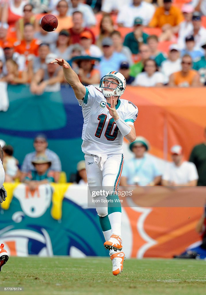 Football - NFL - Chargers vs. Dolphins Pictures | Getty Images