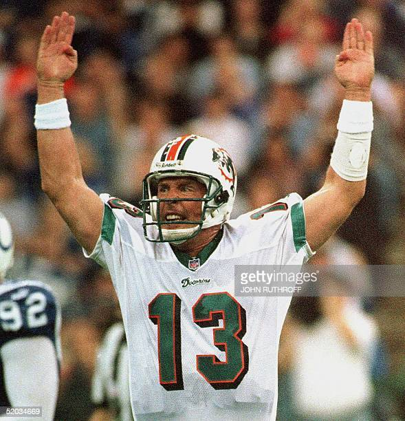 Miami Dolphins quarterback Dan Marino complains about a call 10 October during the game against the Indianapolis Colts at the RCA Dome in...