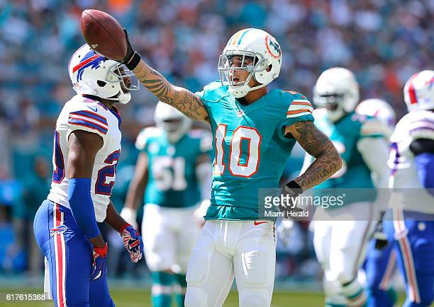 Miami Dolphins wide receiver Kenny Stills signals a first down in the first quarter against the Buffalo Bills on Sunday Oct 23 2016 at Hard Rock...