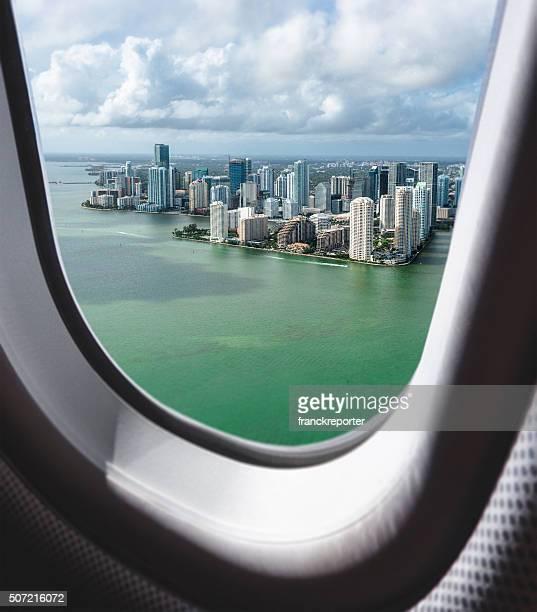マイアミのダウンタウンの空中からの眺めしてください