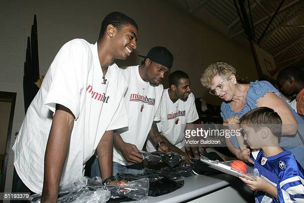 Miami Heat players Dorrell Wright Udonis Haslem and Malik Allen signs autographs for victims of Hurricane Charley on August 19 2004 in Arcadia...