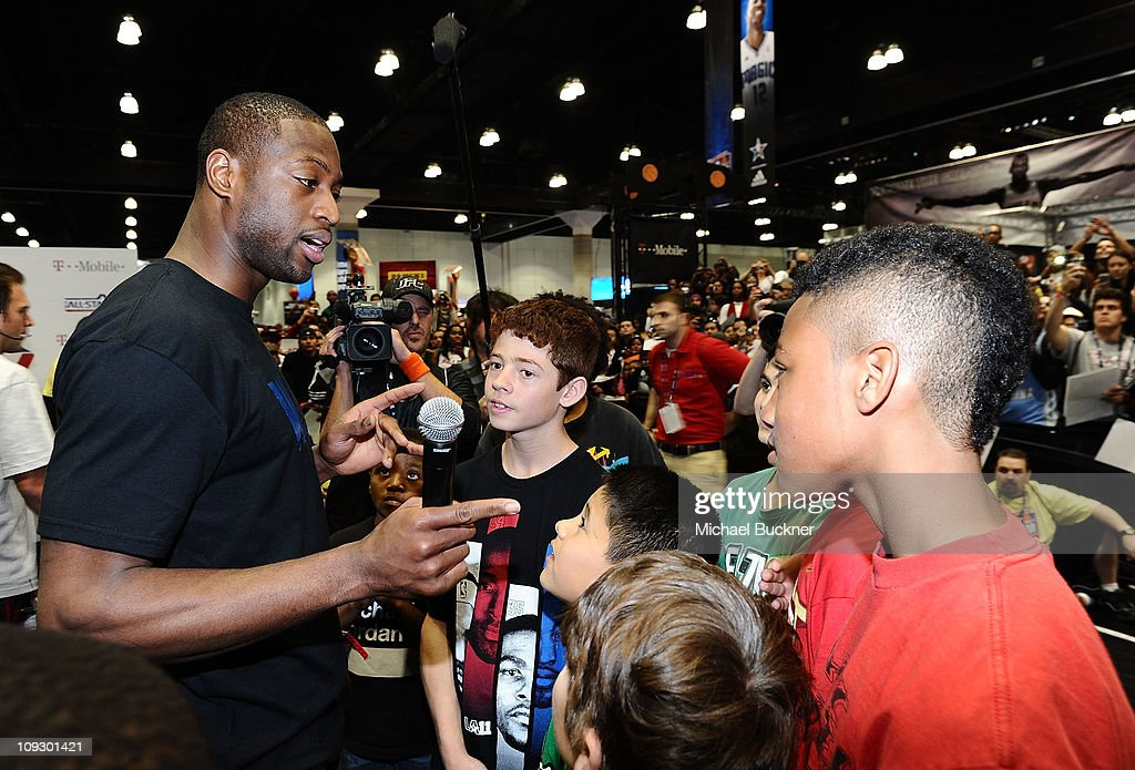 Dwyane Wade Greets Fans At T-Mobile: NBA on 4G Interactive Space at Jam Session For NBA All-Star 2011 In Los Angeles : News Photo