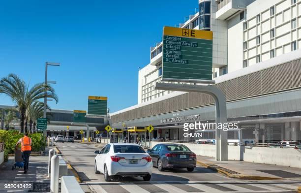 aeropuerto internacional de miami - aeropuerto internacional de miami fotografías e imágenes de stock