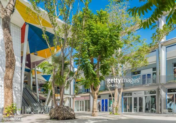 tiendas de lujo de miami - zona urbana fotografías e imágenes de stock