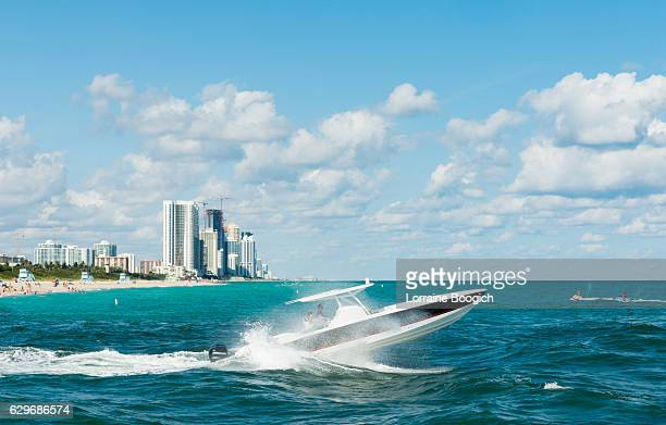 miami scene moat boating in ocean bal harbour haulover beach - haulover beach stock pictures, royalty-free photos & images