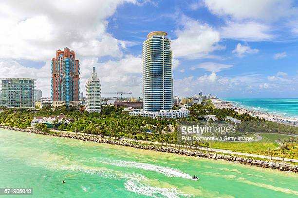 miami south pointe park and skyscrapers - miami beach south pointe park stock pictures, royalty-free photos & images