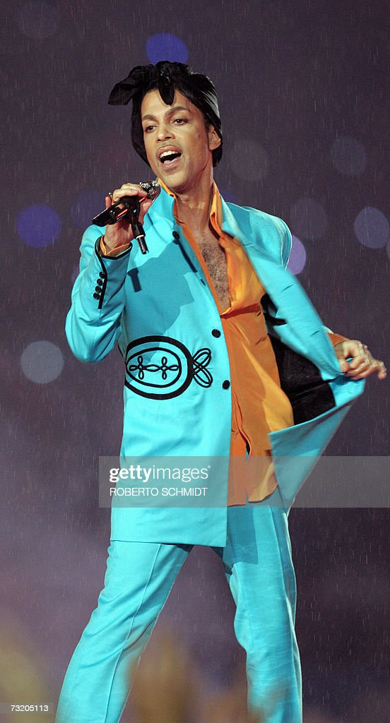 US musician Prince performs during half-time 04 February 2007 in Super Bowl XLI at Dolphin Stadium in Miami between the Chicago Bears and the Indianapolis Colts. AFP PHOTO/Roberto SCHMIDT