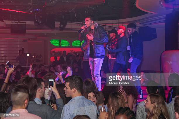 Mic Lowry band perform on stage, Aika Jones during the 'Purpose Tour' Party, Justin Bieber's after concert at Pacha Barcelona on November 22, 2016 in...