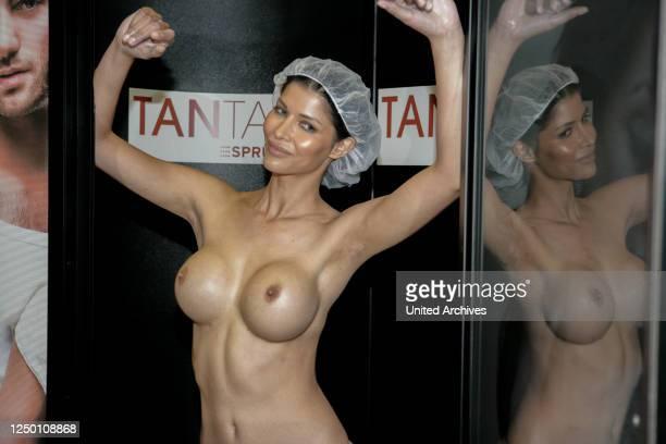 Micaela Schäfer Promo TANTASTIC Sunpoint - Das deutsche Erotikmodel Micaela Schäfer bei einer Promotionaktion für die Bräunungsdusche TANTASTIC von...