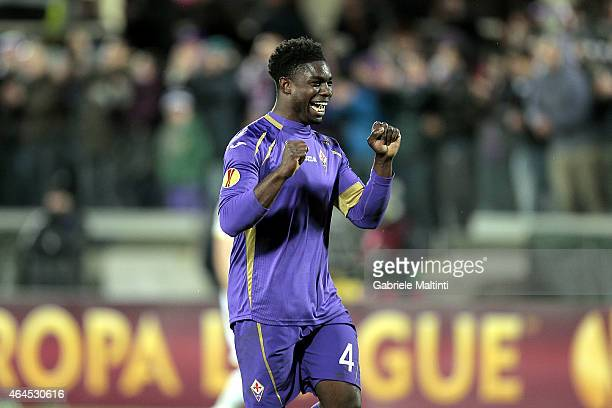 Micah Richards of ACF Fiorentina celebrates the victory after the UEFA Europa League Round of 32 match between ACF Fiorentina and Tottenham Hotspur...