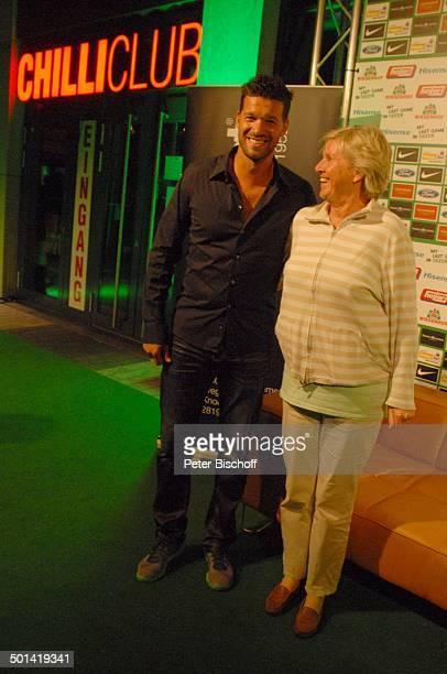 Michael Ballack mit weiblichem Fan SzeneLokal Chilli Club nach Abschiedsspiel für ExSV Werder BremenSpieler T o r s t e n F r i n g s Bremen...