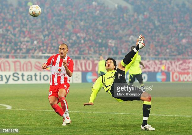 Michael Ballack of Chelsea makes an overhead kick watched by Cristian Raul Ledesma of Olympiacos during the UEFA Champions League first knockout...