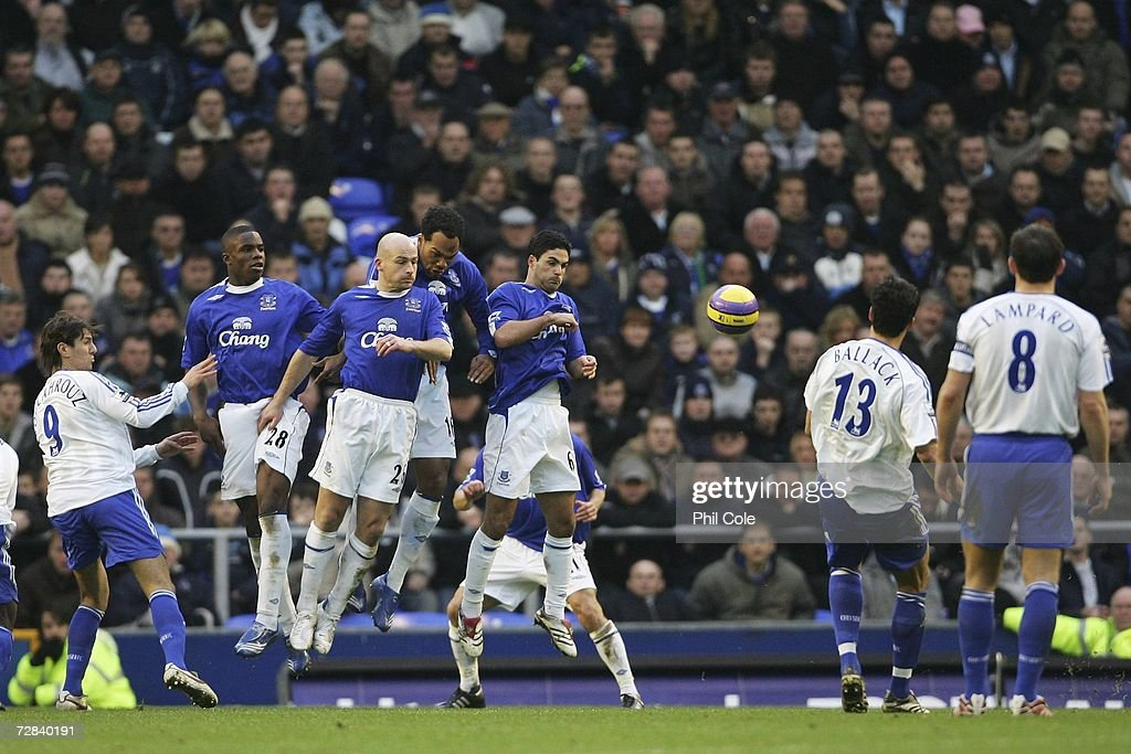 Everton v Chelsea : News Photo