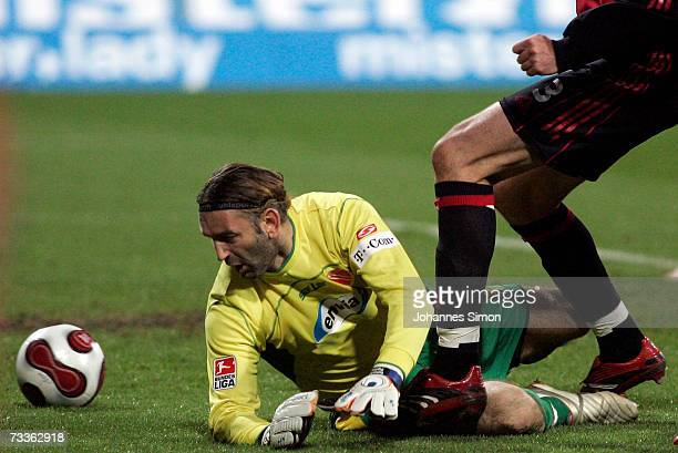 Michael Beauchamp of Nuremberg scores against Cottbus goalkeeper Tomislav Piplica during the Bundesliga match between 1FC Nuremberg and Energie...