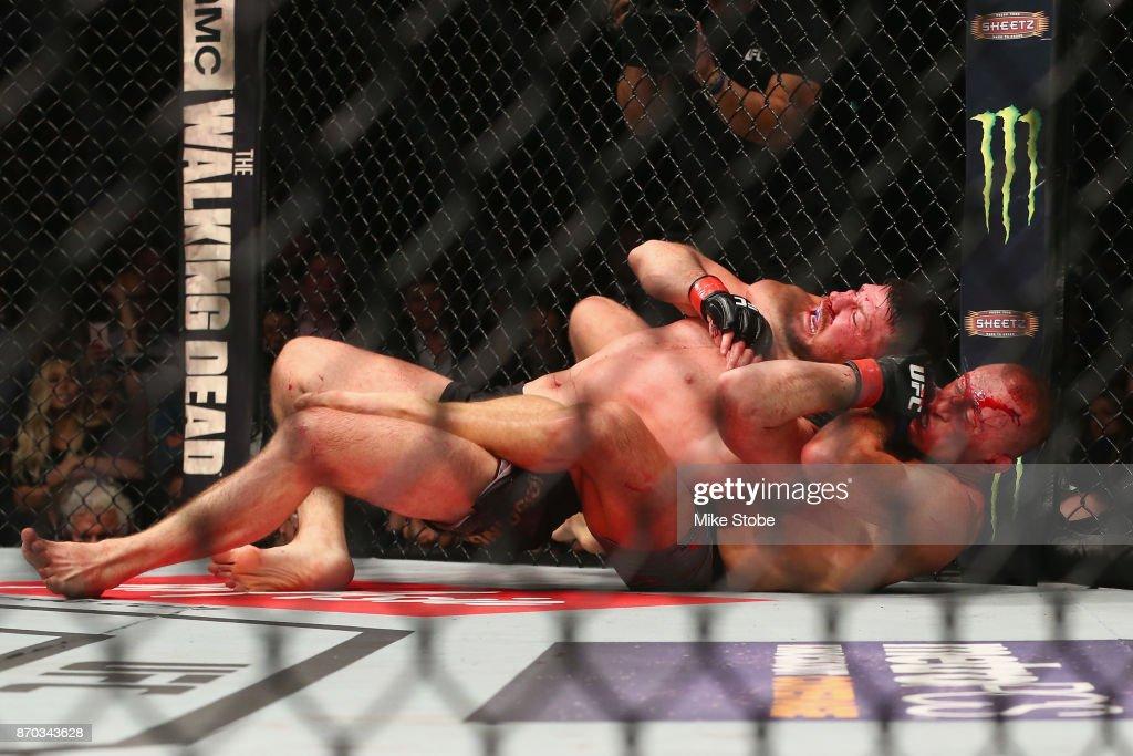 UFC 217: Bisping v St-Pierre : News Photo