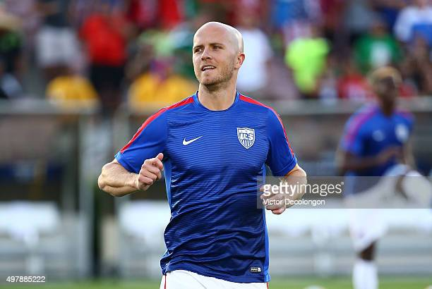 Michael Bradley of the United States jogs during warmup before the 2017 FIFA Confederations Cup Qualifying match against Mexico at Rose Bowl on...