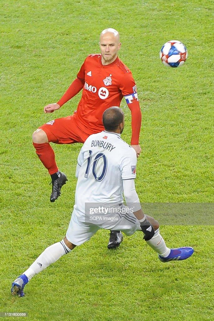 Michael Bradley (#4) of Toronto FC and Teal Bunbury (#10) in... : News Photo