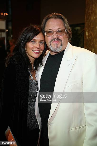 Michael Brandner Ehefrau Karin ARDGala Deutscher Fernsehpreis 2006 Köln Deutschland ProdNr 1506/2006 Coloneum Schauspieler Schmuck Bart Sonnenbrille...