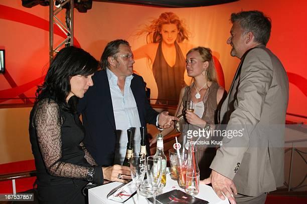 Michael Brandner Mit Ehefrau Karin Und Dominic Raacke Mit Freundin Bei Der Verleihung Der New Faces Awards Im Bcc In Berlin Am 030407