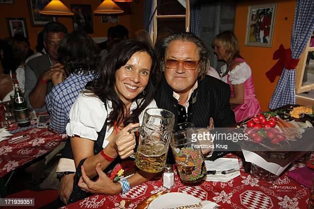 Michael Brandner Und Ehefrau Karin Am Eröffnungstag Im Hippodrom Auf Dem Oktoberfest In München