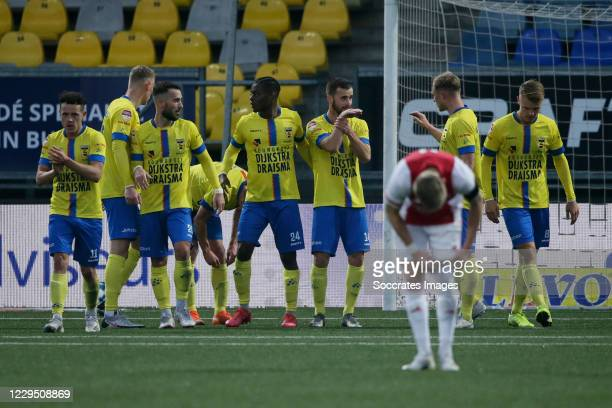 Michael Breij of SC Cambuur celebrates 2-1 with Giovanni Korte of SC Cambuur, Robin Maulun of SC Cambuur, David Sambissa of SC Cambuur, Jamie Jacobs...