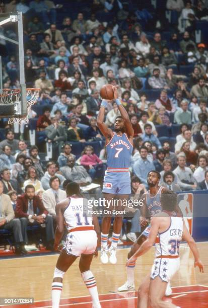 Michael Brooks of the San Diego Clippers shoots over Elvin Hayes of the Washington Bullets during an NBA basketball game circa 1981 at the Capital...