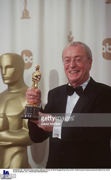 Michael Caine poses with his Oscar for Best Supporting Actor at the 72nd Annual Academy Awards March 26, 2000 in Los Angeles, CA.