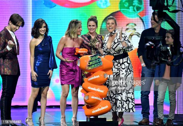 Michael Campion, Soni Bringas, Candace Cameron-Bure, Andrea Barber, Jodie Sweetin, Scott Weinger, and Elias Harger accept the Favorite Funny TV Show...