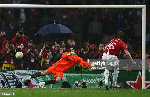 Michael Carrick of Manchester United beats Petr Cech of Chelsea as he scores a penalty in the shoot out during the UEFA Champions League Final match...