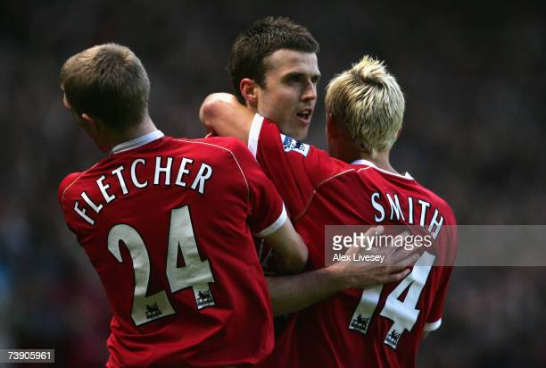 Michael Carrick of Manchester United celebrates with team mates Alan Smith and Darren Fletcher after scoring the opening goal during the Barclays...