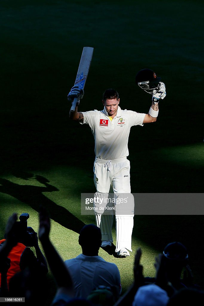 Michael Clarke of Australia receives a standing ovation as he leaves the field at the conclusion of play on day one of the 2nd Test match between Australia and South Africa at Adelaide Oval on November 22, 2012 in Adelaide, Australia.