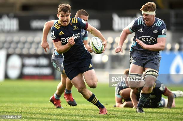 Michael Collins of the Highlanders makes a break during the round 10 Super Rugby Aotearoa match between the Highlanders and the Hurricanes at Forsyth...