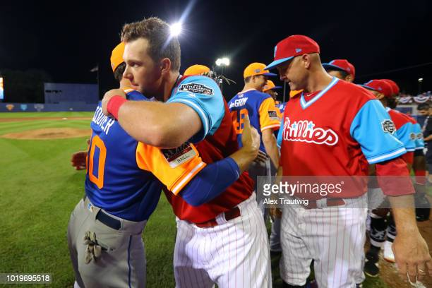 Michael Conforto of the New York Mets shakes hands with Rhys Hoskins of the Philadelphia Phillies after the 2018 Little League Classic at Historic...