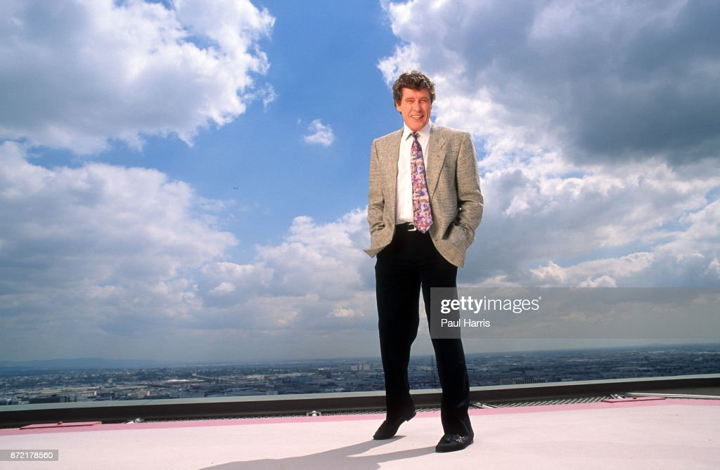 STOCK 1991, Michael Crawford whilst performing Phantom of the Opera in Los Angeles would stay at the Biltmore Hotel in downtown Los Angeles : News Photo