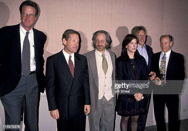 ¿Cuánto mide Harrison Ford? - Altura - Real height - Página 2 Michael-crichton-michael-ovitz-steven-spielberg-kathleen-kennedy-picture-id115375378?s=612x612