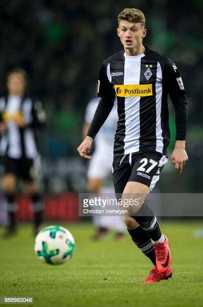 Michael Cuisance of Borussia Moenchengladbach controls the ball during the Bundesliga match between Borussia Moenchengladbach and FC Schalke 04 at...