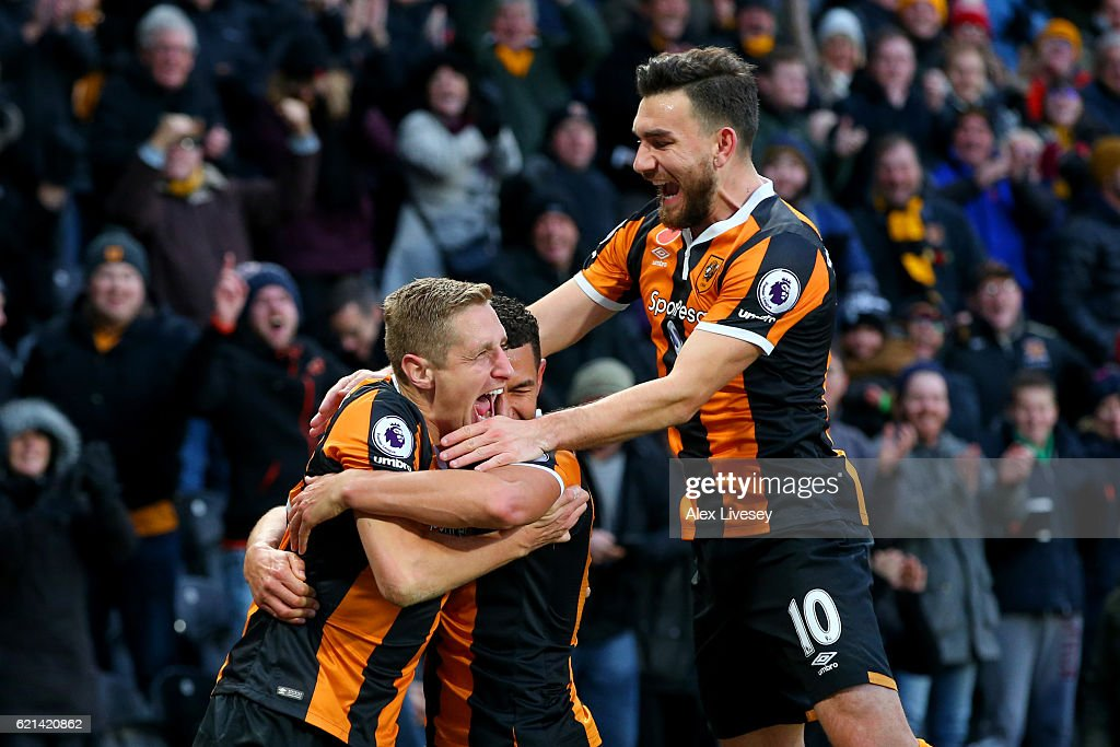 Michael Dawson of Hull City (L) celebrates scoring his sides second goal with Robert Snodgrass of Hull City (R) during the Premier League match between Hull City and Southampton at KC Stadium on November 6, 2016 in Hull, England.