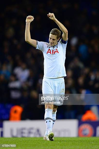 Michael Dawson of Tottenham Hotspur celebrates victory during the UEFA Europa League Round of 32 second leg match between Tottenham Hotspur and FC...