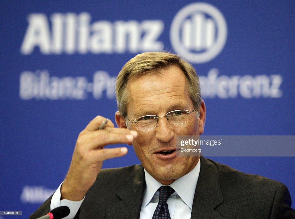 Michael Diekmann, chief executive officer of Allianz SE, spe : News Photo