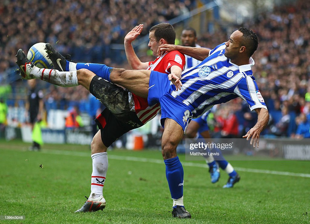 Michael Doyle of Sheffield United and Chris O'Grady of Sheffield Wednesday challenge for the ball during the npower League One match between Sheffield Wednesday and Sheffield United at Hillsborough Stadium on February 26, 2012 in Sheffield, England.