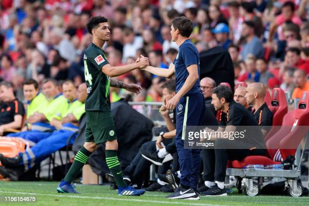 Michael Edwards of VfL Wolfsburg and head coach Oliver Glasner of VfL Wolfsburg gesture during the pre-season friendly match between PSV Eindhoven...