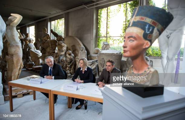 Michael Eissenhauer director general of the Berlin State Museums Miguel Helfrich head of the replica workshop and Ina Reiche director of the Rathgen...