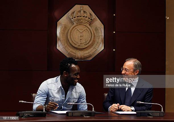 Michael Essien and Florentino Perez Real Madrid president as Michael Essien signs a seasonlong loan with Real Madrid at Santiago Bernabeu stadium on...