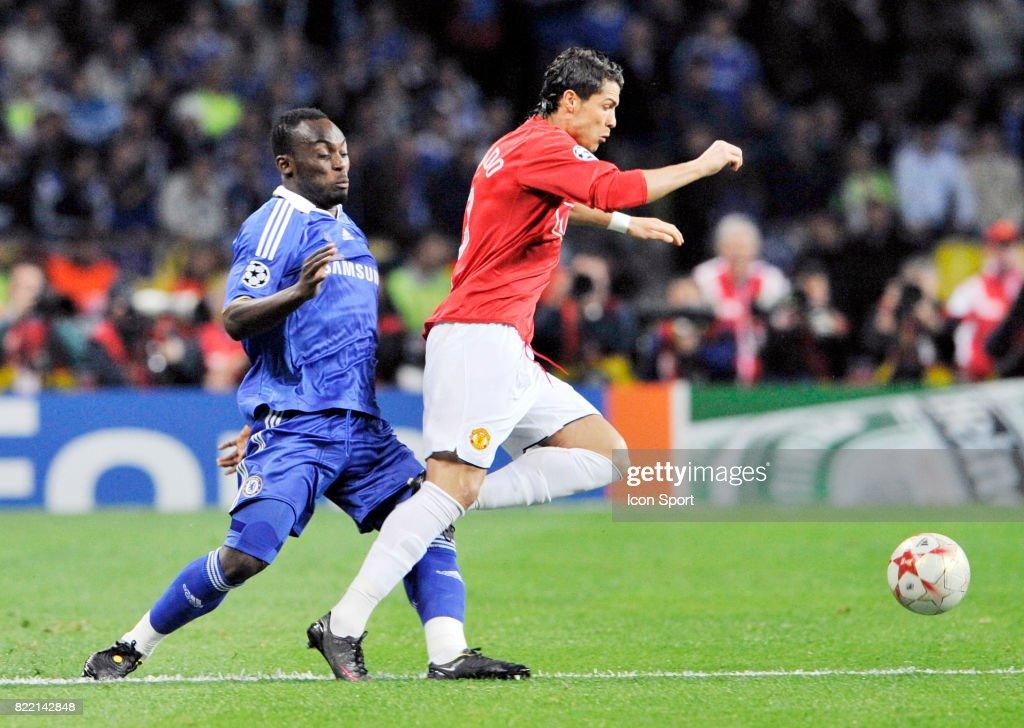 Michael ESSIEN / Cristiano RONALDO - - Manchester United / Chelsea -... News Photo - Getty Images