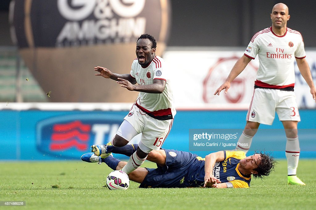 Michael Essien # 15 of AC Milan ( L ) competes the ball with Luca Toni # 9 of Hellas Verona FC ( R ) during the Serie A match between Hellas Verona FC and AC Milan at Stadio Marc'Antonio Bentegodi on October 19, 2014 in Verona, Italy.
